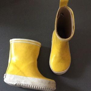 Yellow rainboots 18-24mo